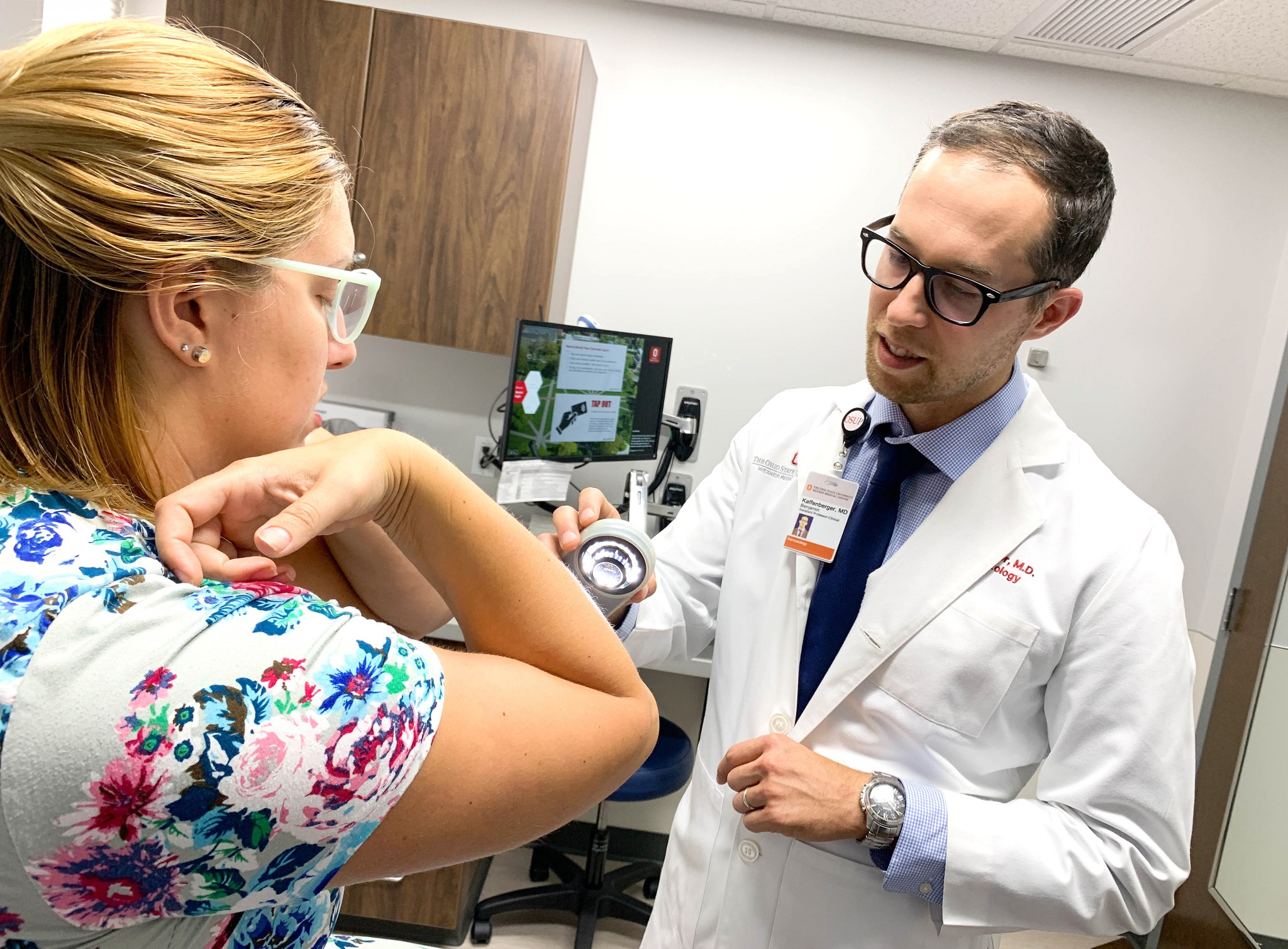 Dr. Benjamin Kaffenberger examines a patient at The Ohio State University Wexner Medical Center. He led a study that found healthy lifestyle changes, such as practicing good dental hygiene and eating fruit every day, may help improve psoriasis symptoms. (Photo courtesy of The Ohio State University Wexner Medical Center)