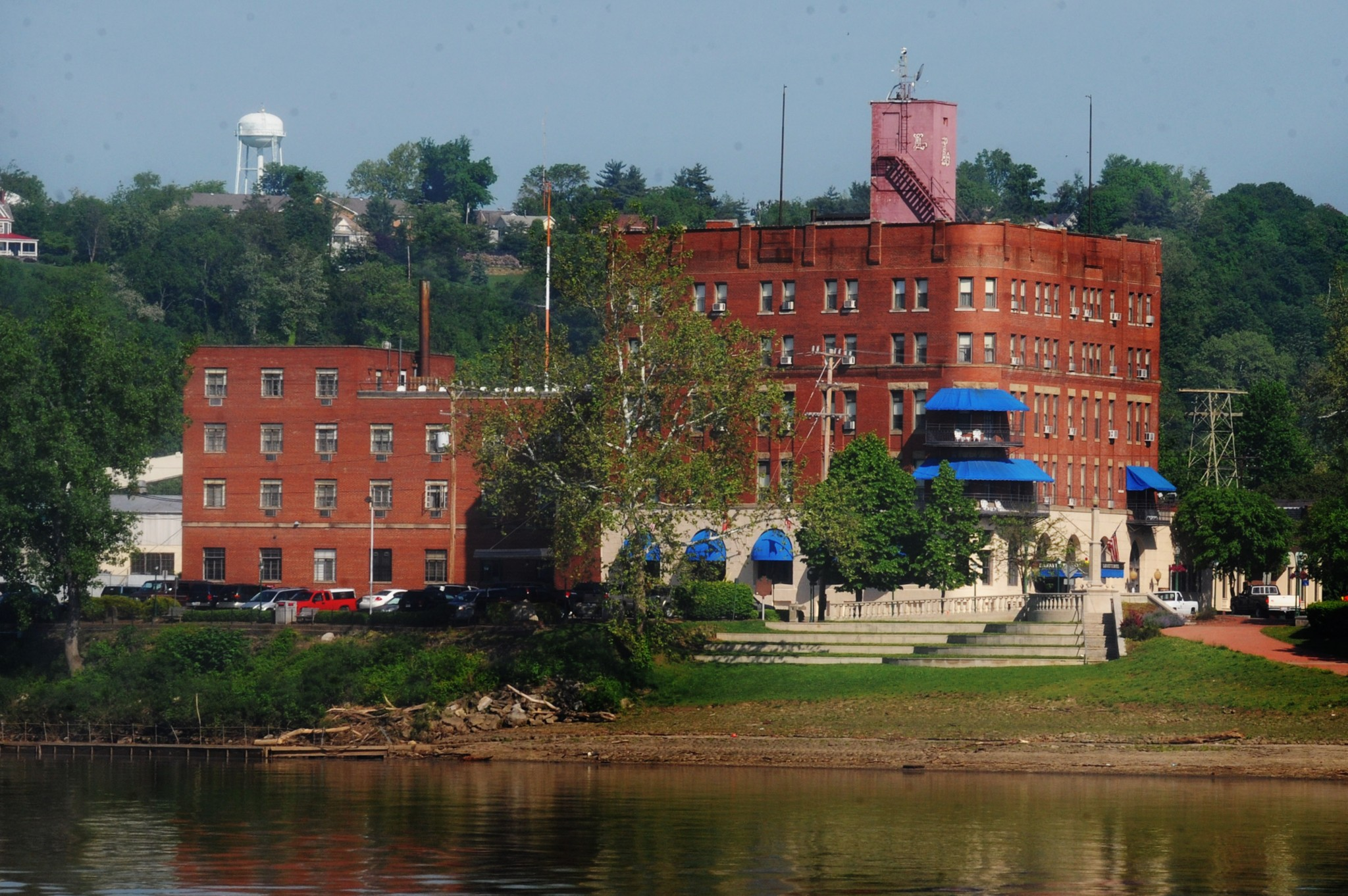 The historic Lafayette Hotel stands at the mouth of the Muskingum River, offering one of the best river views in the city from a small park at the city's fountain. The 1918 hotel, one of many accommodations available, features the views, the great food and ambiance of the Gun Room Restaurant, as well as serving as focal point for the Sternwheel Festival. (Photo by Art Weber)